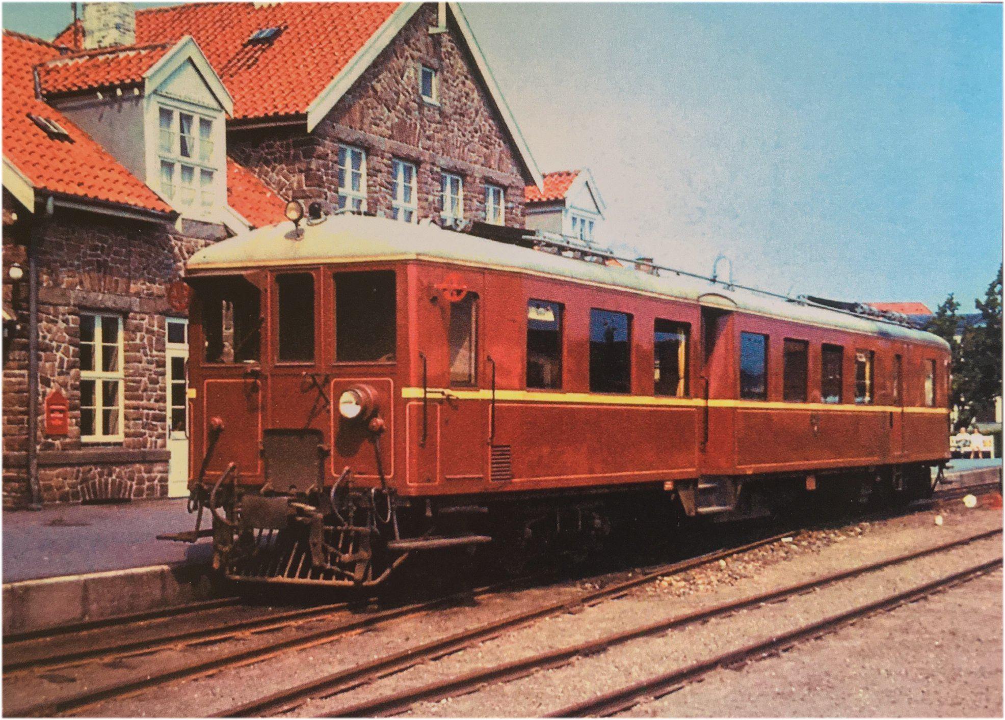 Frichs Motorvogn M1 am Bahnhof Nexø